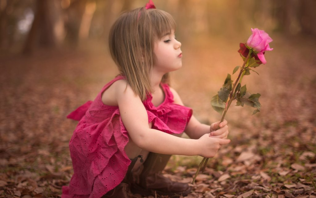 Cute-For-Hd-Widescreen-Babies-High-Wallpaper-J-Of-Mobile-Phones-Baby-Girl-With-Roses-PIC-MCH055449-1024x640 Lovely Baby Wallpapers For Mobile Phones 28+