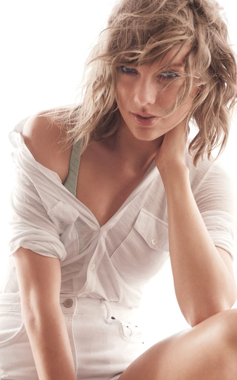 cute-taylor-swift-wearing-white-shirt-iphone-full-hq-wallpapers-pic