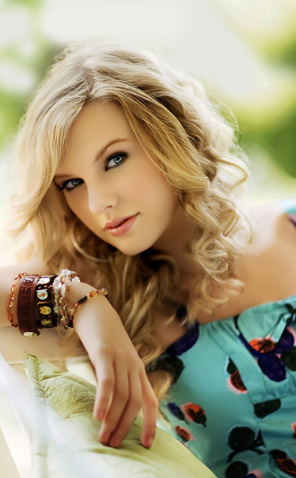 lovely-taylor-swift-iphone-plus-high-resolution-wallpapers-pic