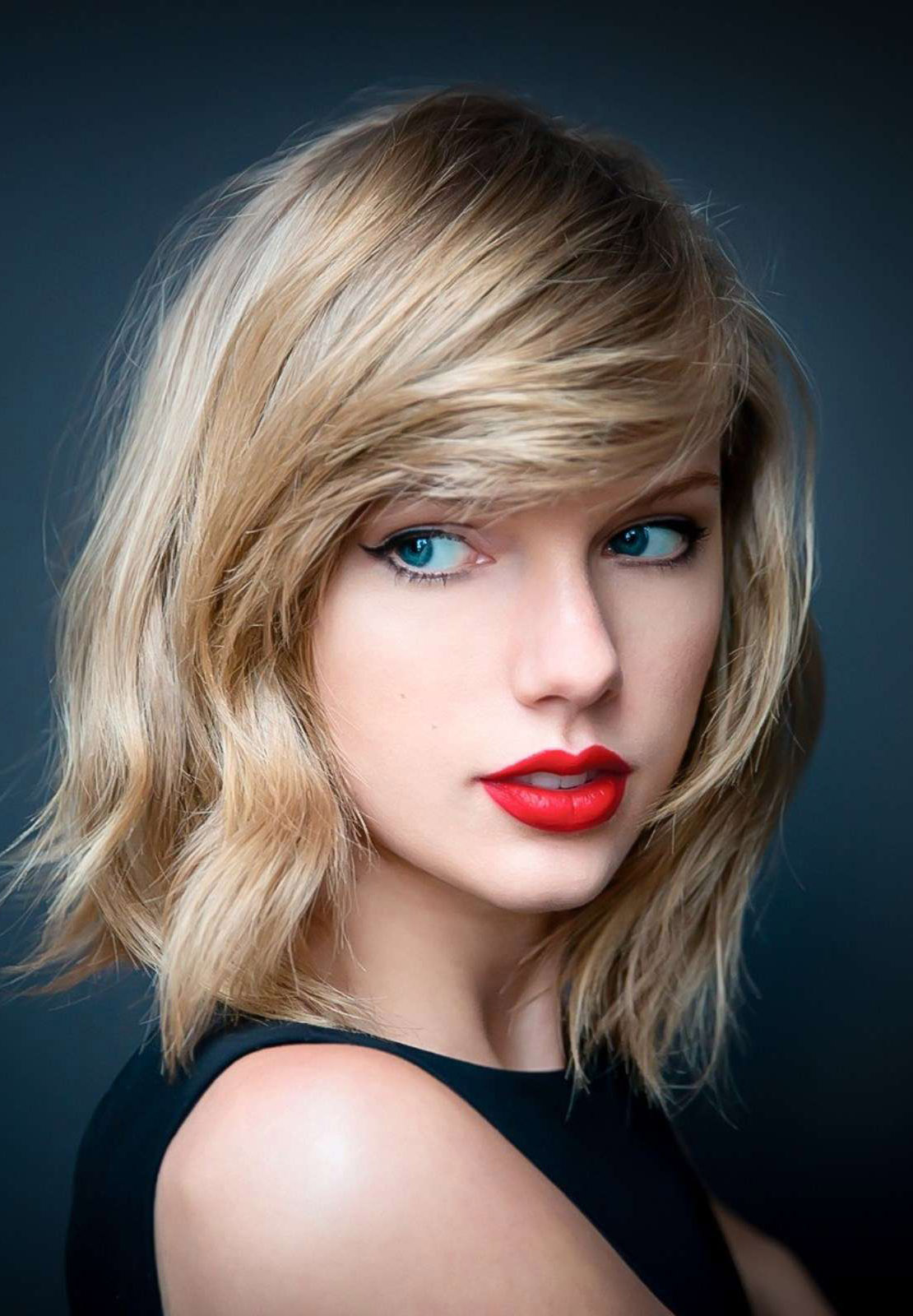 taylor-swift-looking-gorgeous-with-red-lips-iphone-hd-photos-pic