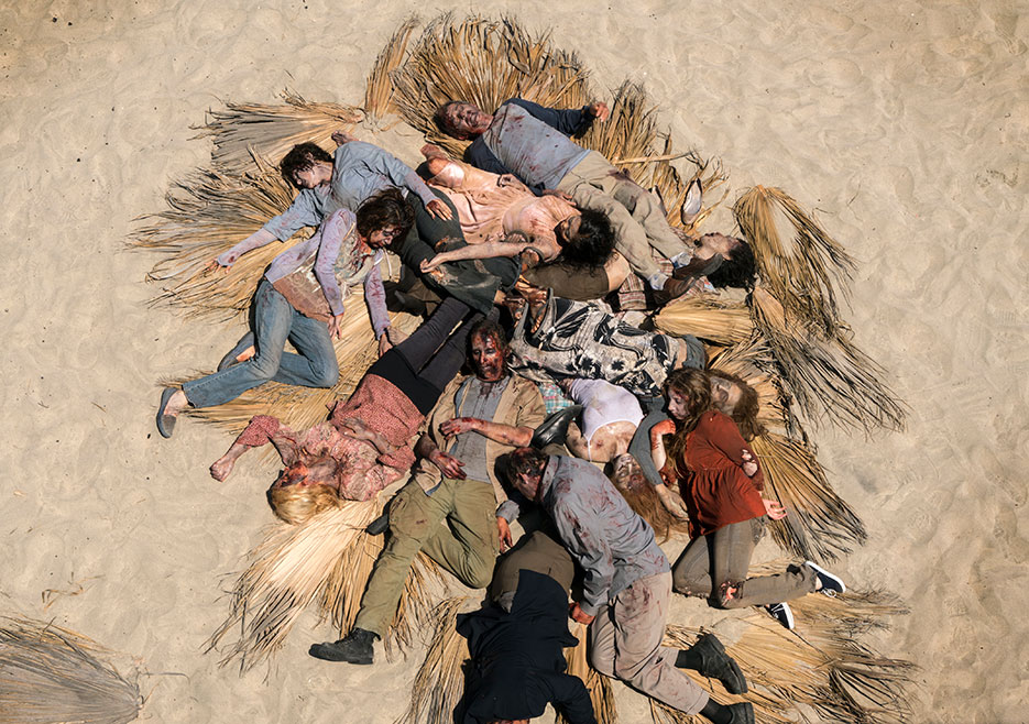 fear-the-walking-dead-clearing-up-zombies-on-beach-PIC-MCH063510 Fear The Walking Dead Season 2 Wallpaper 39+