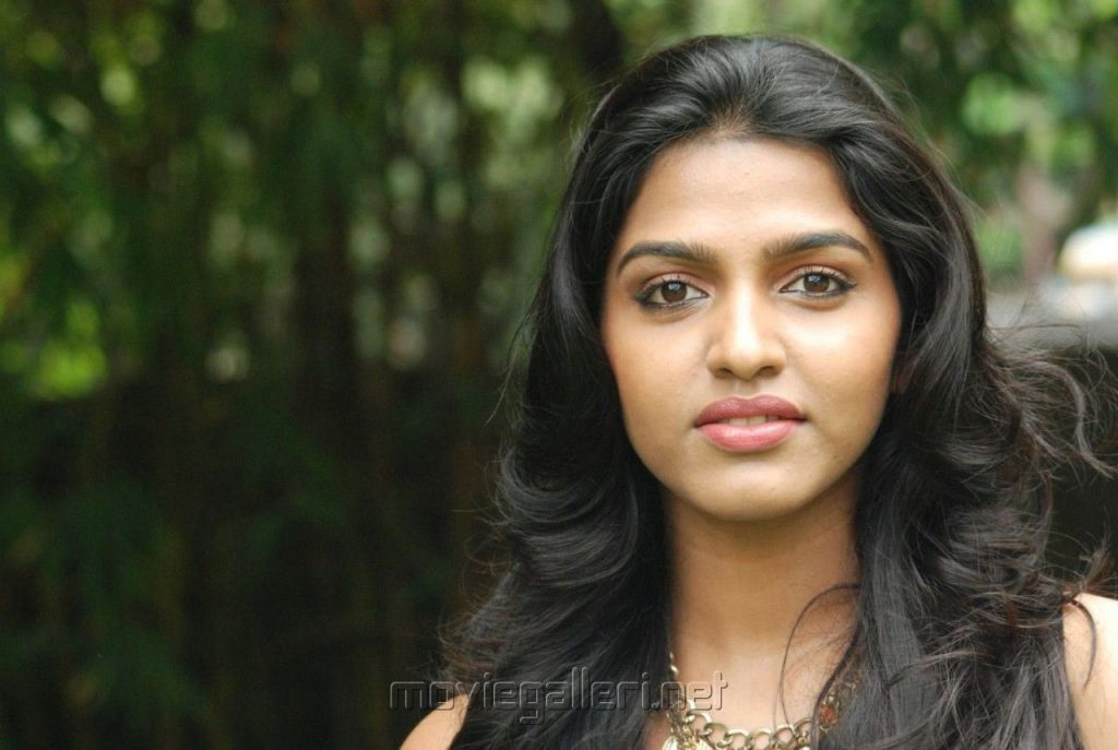 hd-clipart-of-tamil-actress-PIC-MCH071711-1024x687 Tamil Wallpapers 16+