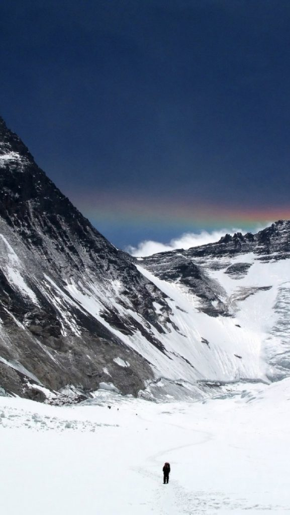 ws-Mount-Everest-People-Rainbow-x-PIC-MCH0119314-577x1024 Everest Wallpaper Iphone 25+