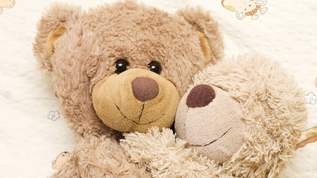 bear-embrace-bed-happy-smile-couple-together-PIC-MCH044616-1024x576 Happy Winter Full Hd Wallpaper 43+