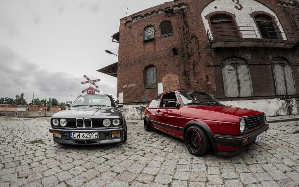 black-bmw-and-red-volkswagen-PIC-MCH047205-1024x640 Hd Vw Wallpapers 42+