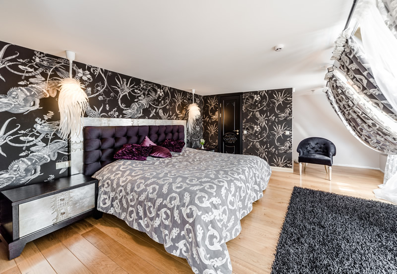 modern-bedroom-design-with-black-white-wallpaper-PIC-MCH087011 Purple And White Wallpaper Designs 8+