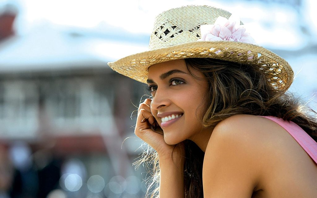 Cute-Smile-of-Deepika-Padukone-Bollywood-Actress-High-Quality-Wallpapers-PIC-MCH055671-1024x640 Cute Actress Wallpapers Bollywood 40+