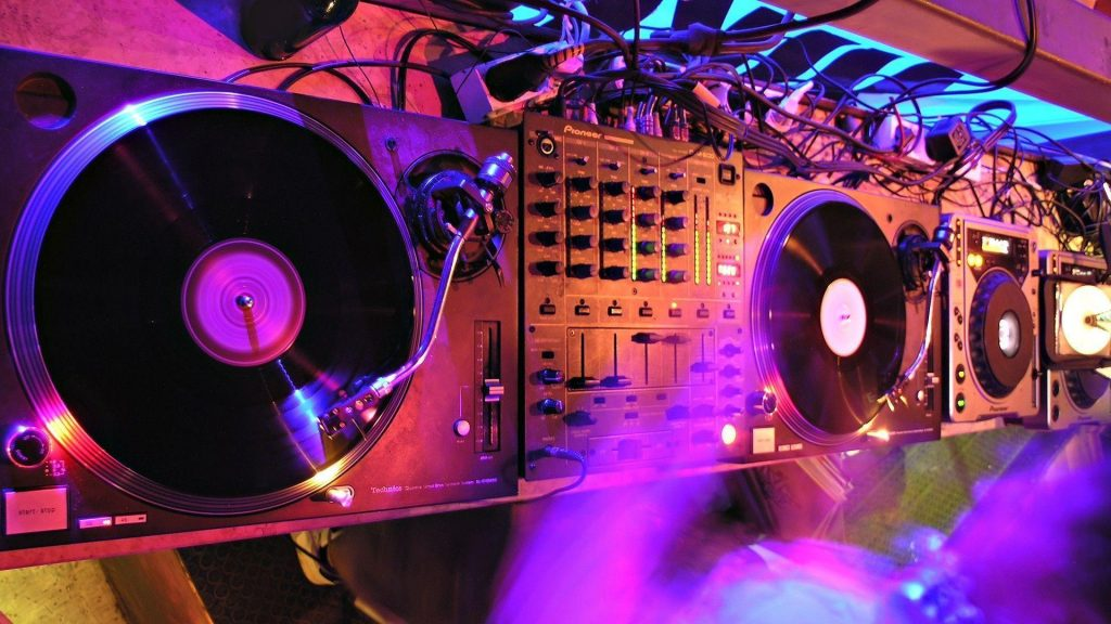 JvTF-PIC-MCH079166-1024x576 Dj Mixer Wallpapers Hd 49+