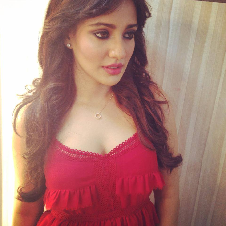 Neha-Sharma-Hot-and-Sexy-Pics-Selfie-PIC-MCH089351 Cute Actress Wallpapers Bollywood 40+