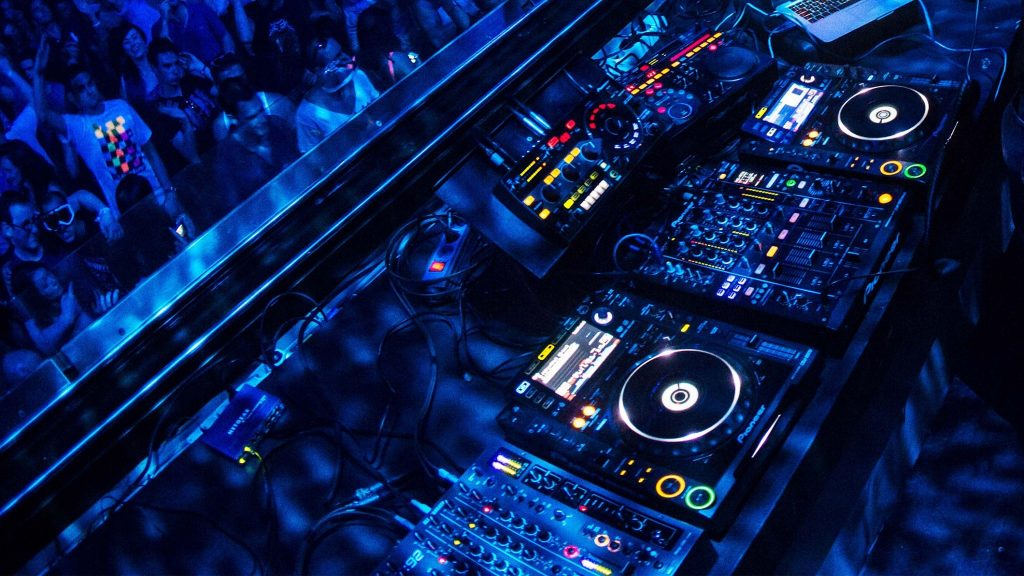 PIC-MCH04957-1024x576 Dj Mixer Wallpapers Hd 49+