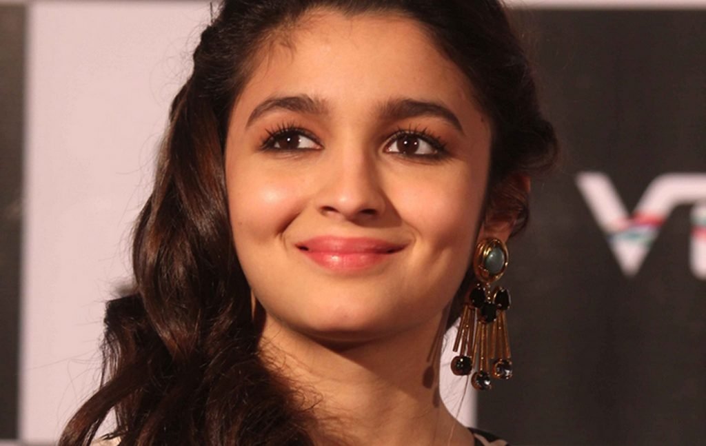 cute-smile-of-Famous-bollywood-actress-alia-bhatt-PIC-MCH055672-1024x647 Cute Actress Wallpapers Bollywood 40+