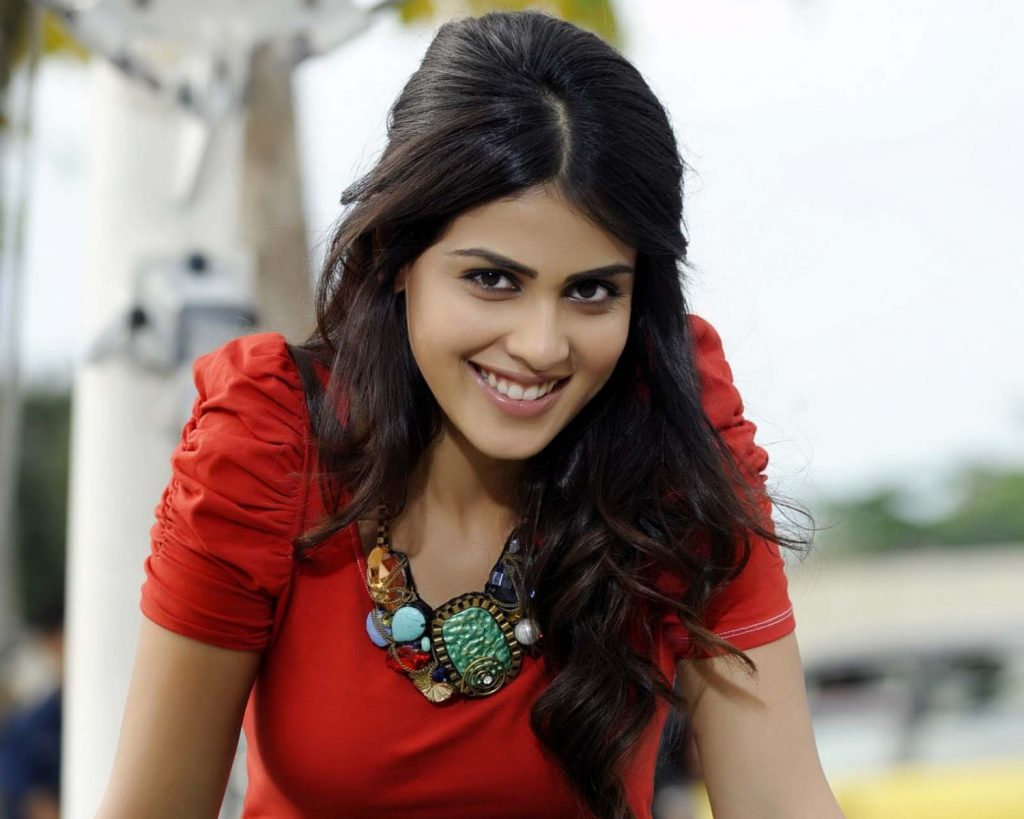 genelia-dsouza-cute-smile-PIC-MCH068110-1024x819 Cute Actress Wallpapers Bollywood 40+
