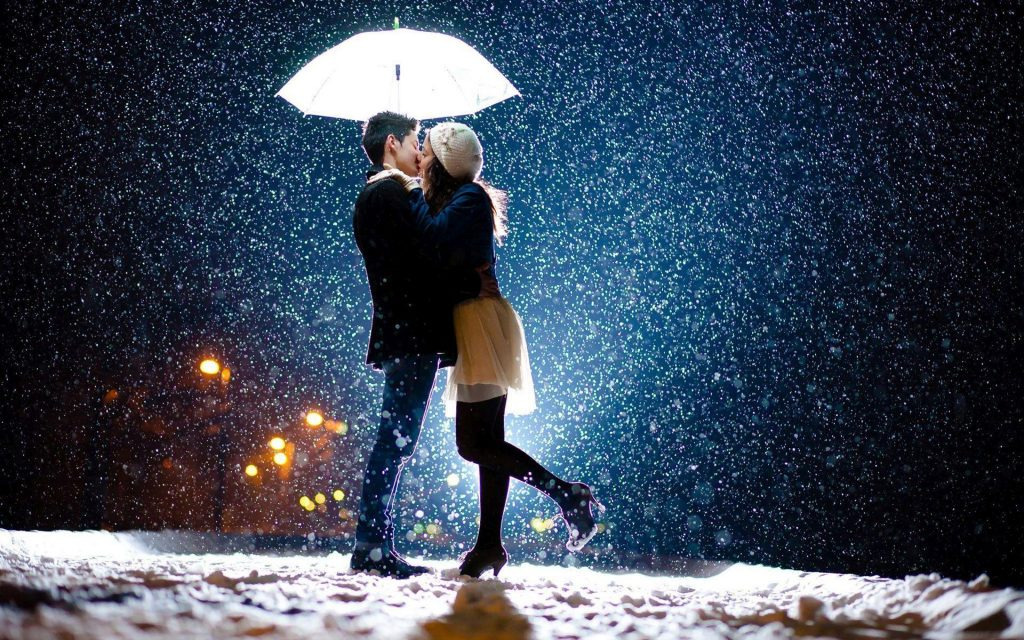 kissing-in-the-snowfall-PIC-MCH080169-1024x640 Wallpaper Snowfall 40+