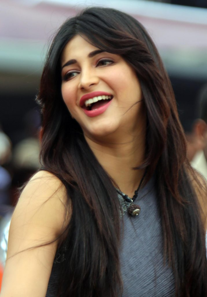 shruti-hassan-hd-wallpaper-PIC-MCH016788-715x1024 Cute Actress Wallpapers For Mobile Phones 21+