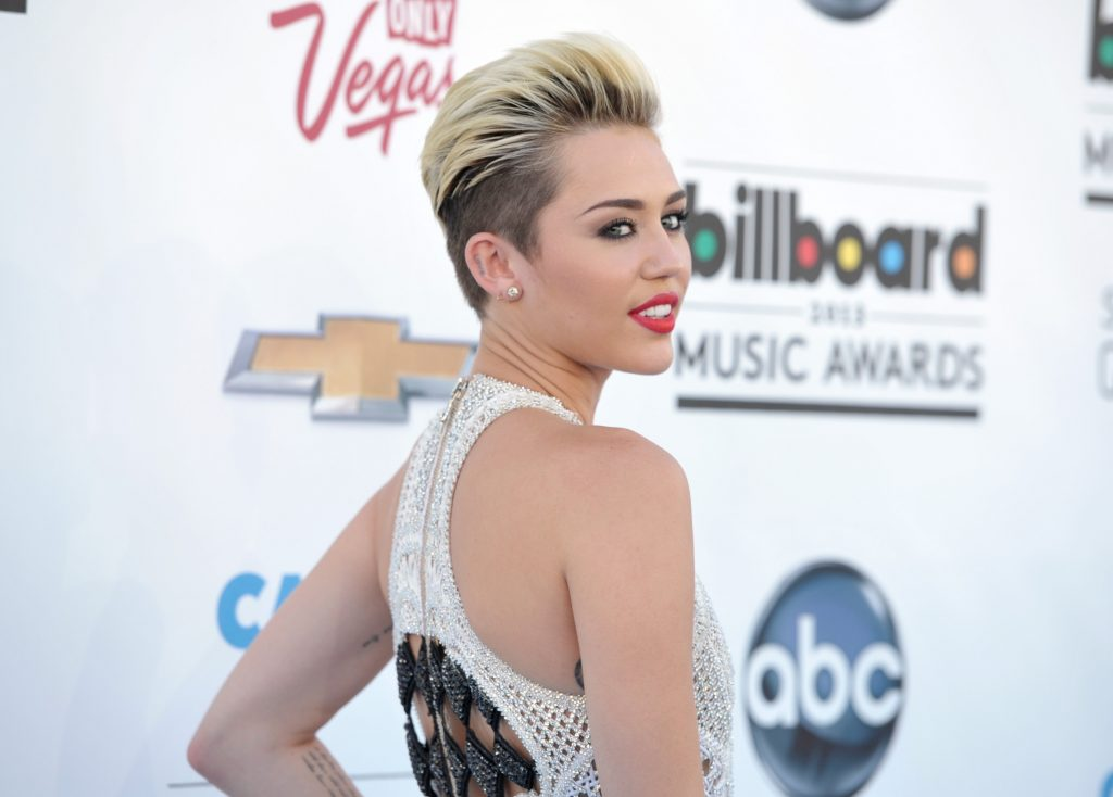 Miley-Cyrus-new-haircut-PIC-MCH086264-1024x734 Miley Cyrus 23 Wallpapers 35+