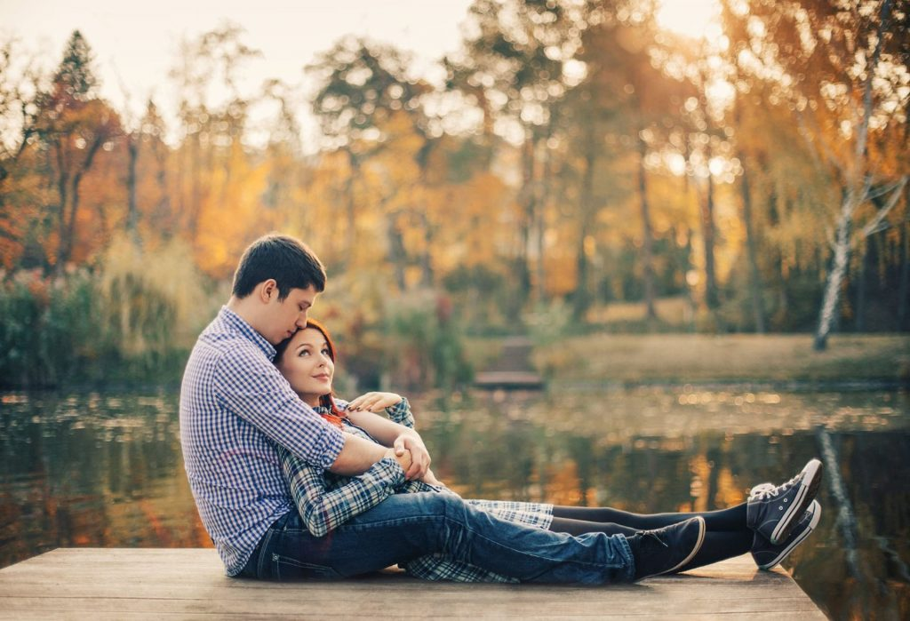 romantic-couple-lake-romance-hd-wallpapers-PIC-MCH099239-1024x699 Romantic Wallpapers Hd 31+