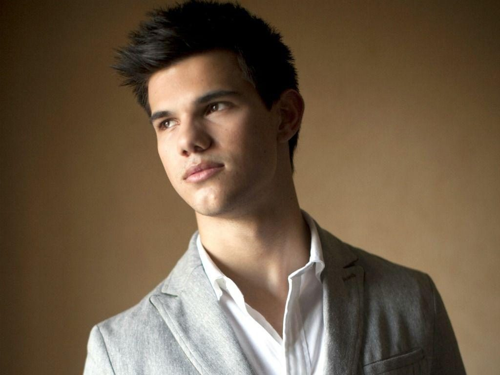 bqnOut-PIC-MCH042807-1024x768 Taylor Lautner Wallpapers Free 15+