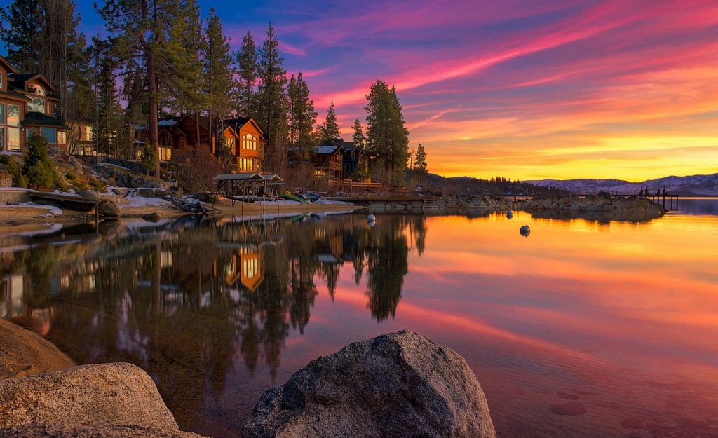 fresh-desktop-imagesfree-lake-house-lake-clouds-windows-wallpaper-united-states-sunset-amazinglands-PIC-MCH066198-1024x625 Free Desktop Wallpaper Houses 24+