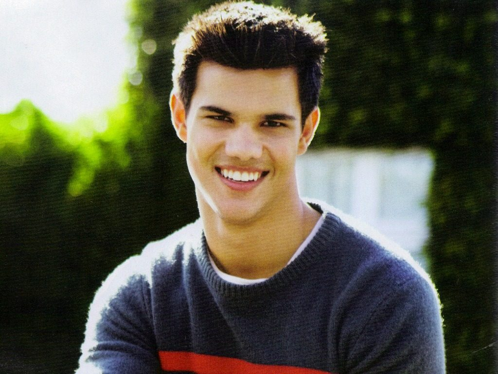 taylor-lautner-background-PIC-MCH0105930-1024x768 Taylor Lautner Wallpapers Free 15+
