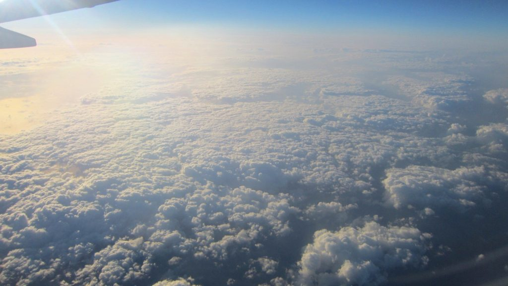 sky-sun-reflection-clouds-thick-airplane-wallpaper-free-PIC-MCH0102053-1024x576 Imac Wallpapers For Iphone 33+