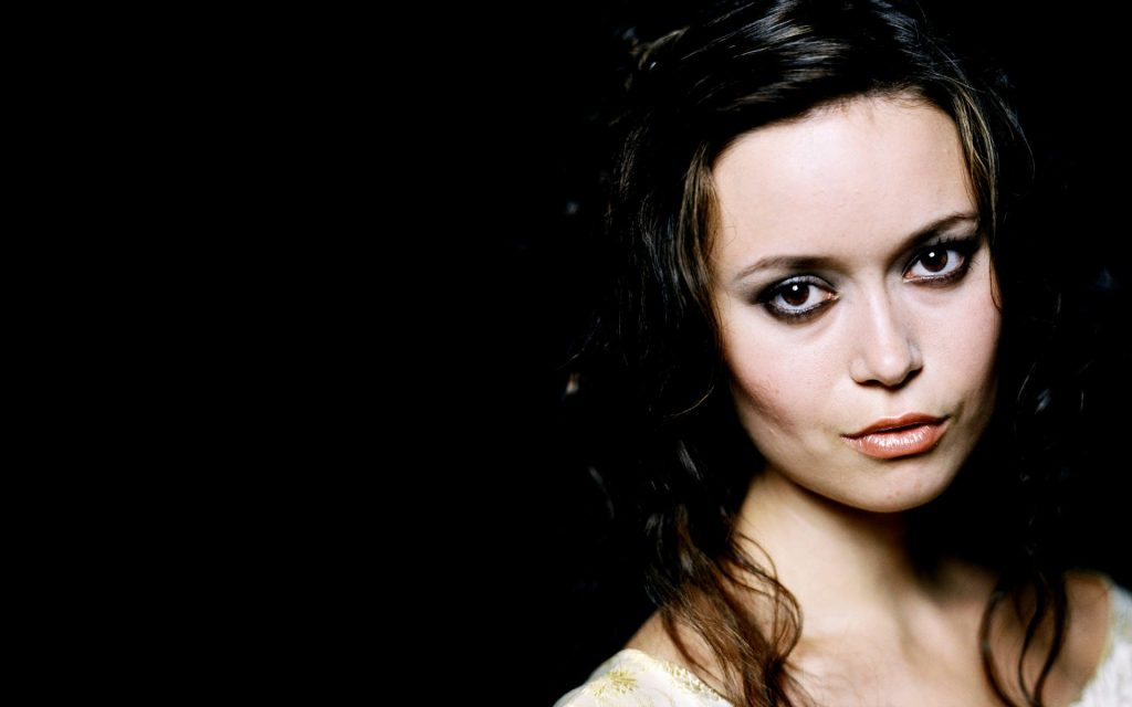 miscellaneous-babes-wallpapers-celebrity-savers-screen-general-images-girls-PIC-MCH086766-1024x640 Summer Glau Wallpaper Iphone 47+