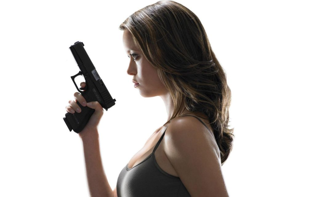 summer-glau-brunettes-women-guns-actresses-weapons-simple-background-PIC-MCH0104703-1024x640 Summer Glau Wallpaper Iphone 47+