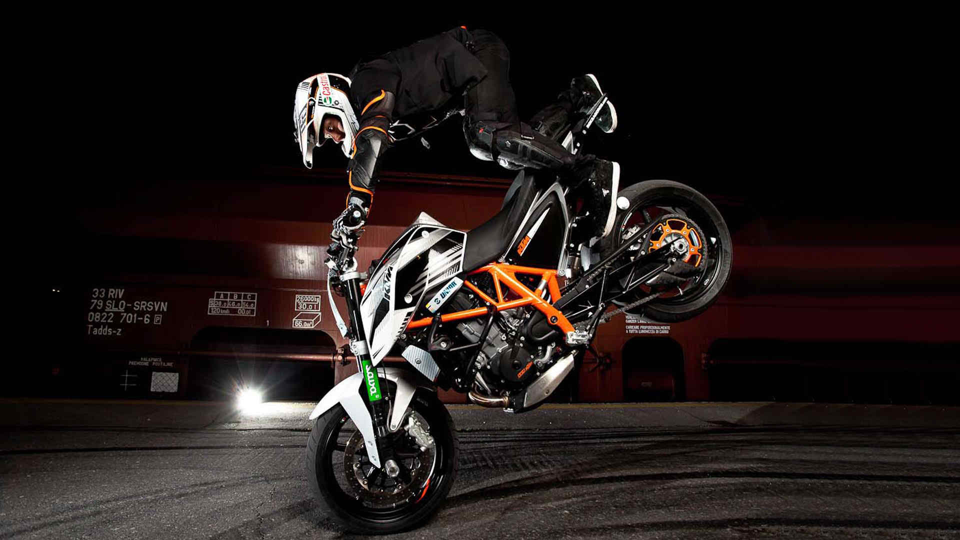 bike-stunt-full-hd-wallpapers-pic-mch046579 - dzbc