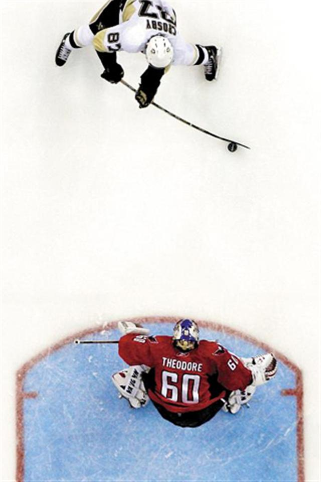 Sidney-Crosby-vs-Jose-Theodore-Sports-x-wallpapers-PIC-MCH0101605 V Iphone 5 Wallpaper 53+