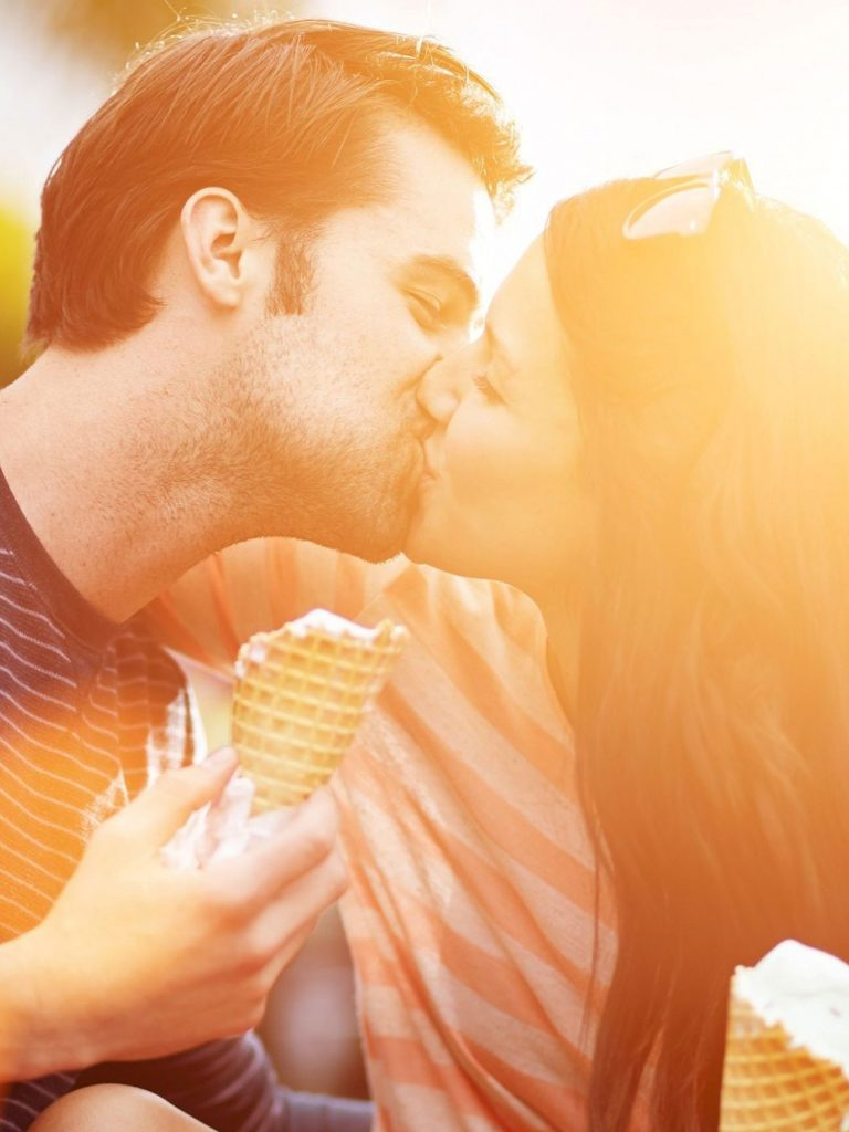 cute-couple-love-kissing-PIC-MCH055737-768x1024 Cute Couple Lip Kiss Wallpapers 18+