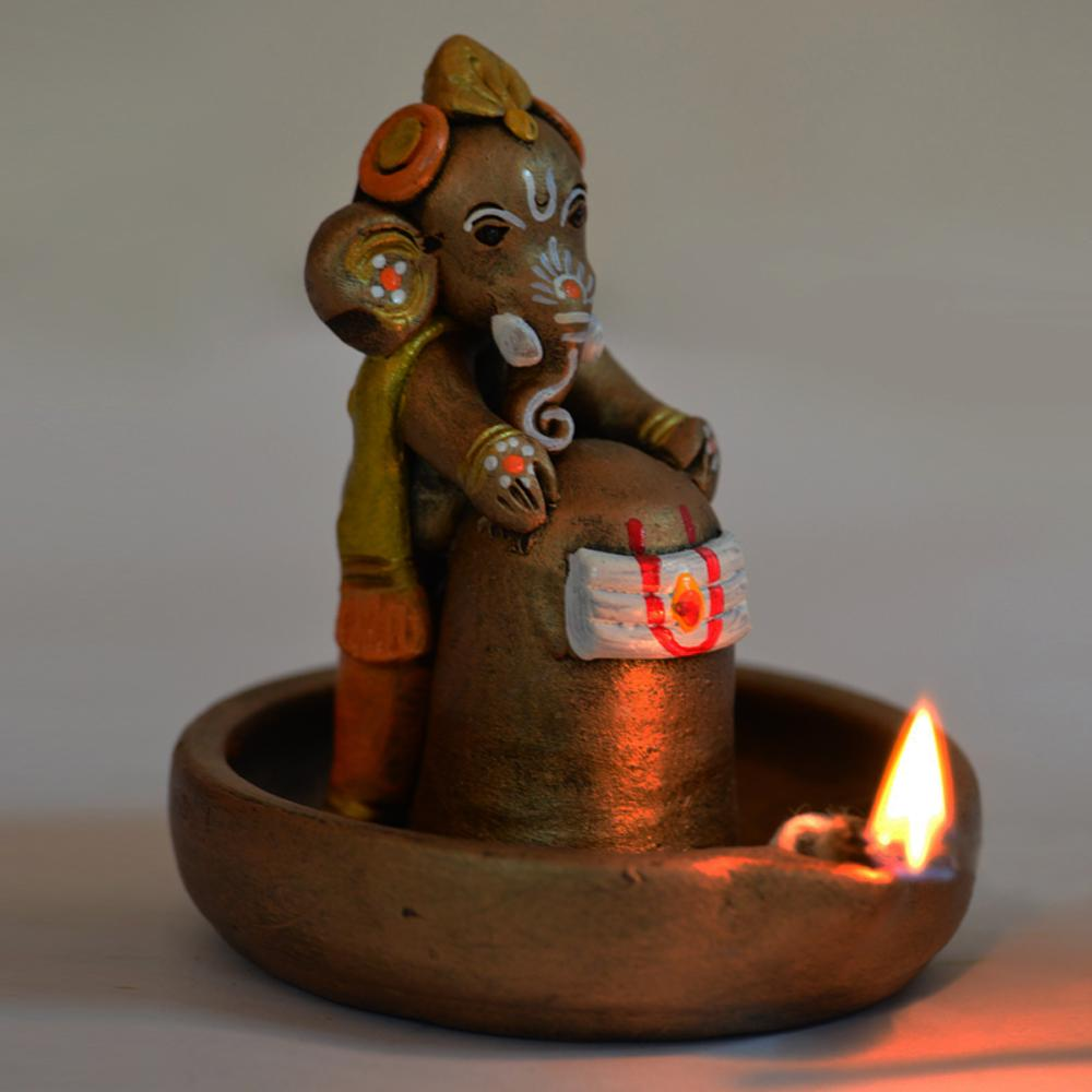 exclusivelane-hand-painted-terracotta-bal-ganesha-holding-lord-shiva-large-afeeabccecd-PIC-MCH062557 Cute Little Ganesha Wallpaper 12+