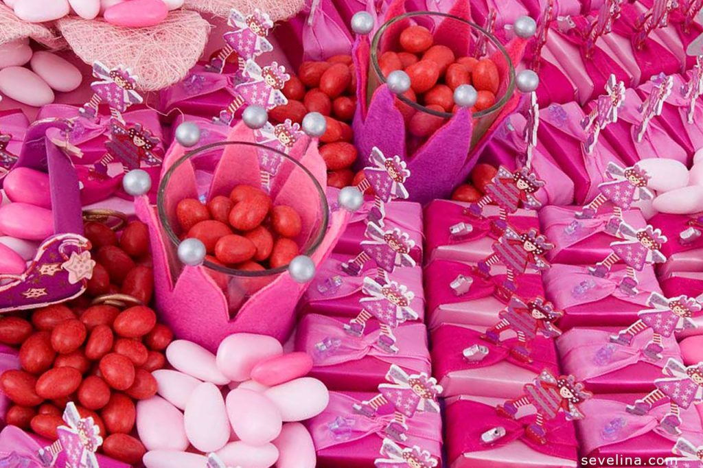 sweeties-candy-st-valentine-wallpapers-PIC-MCH0105286-1024x682 Pink Candy Hearts Wallpaper 26+