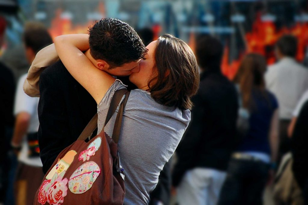 wp-PIC-MCH0118143-1024x682 Couple Lip Kiss Wallpapers 24+