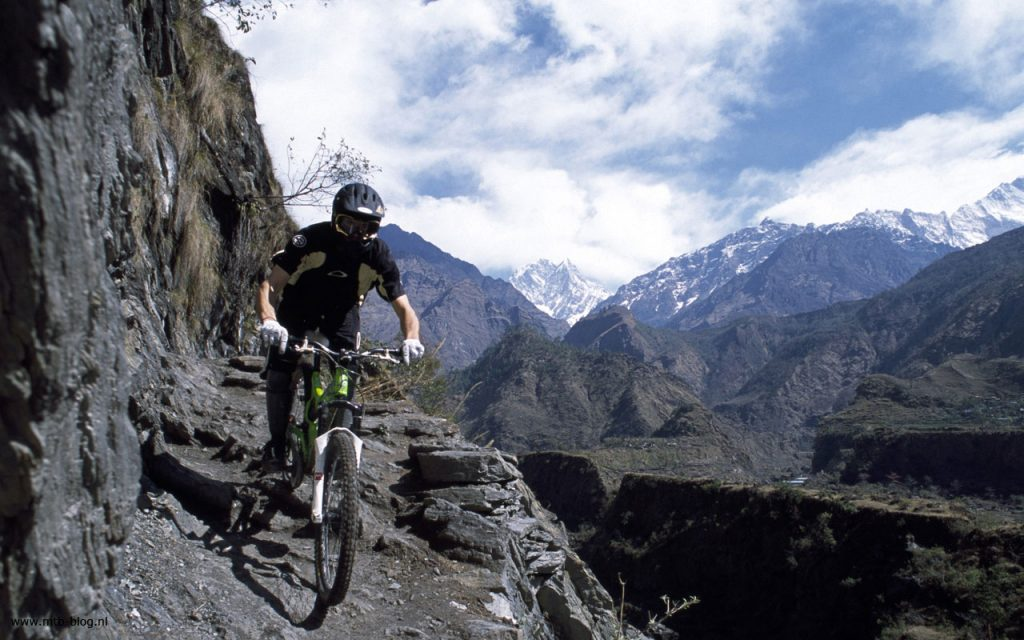 Mountain-Bike-Action-Wallpaper-Picture-PIC-MCH087649-1024x640 Mountain Biker Wallpaper Hd 37+