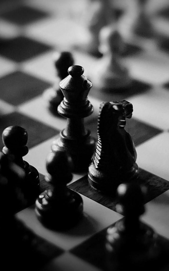 Black-And-White-Chess-Board-Pieces-iPhone-Plus-HD-Wallpaper-PIC-MCH047105-640x1024 Black And White Iphone Wallpaper Hd 54+