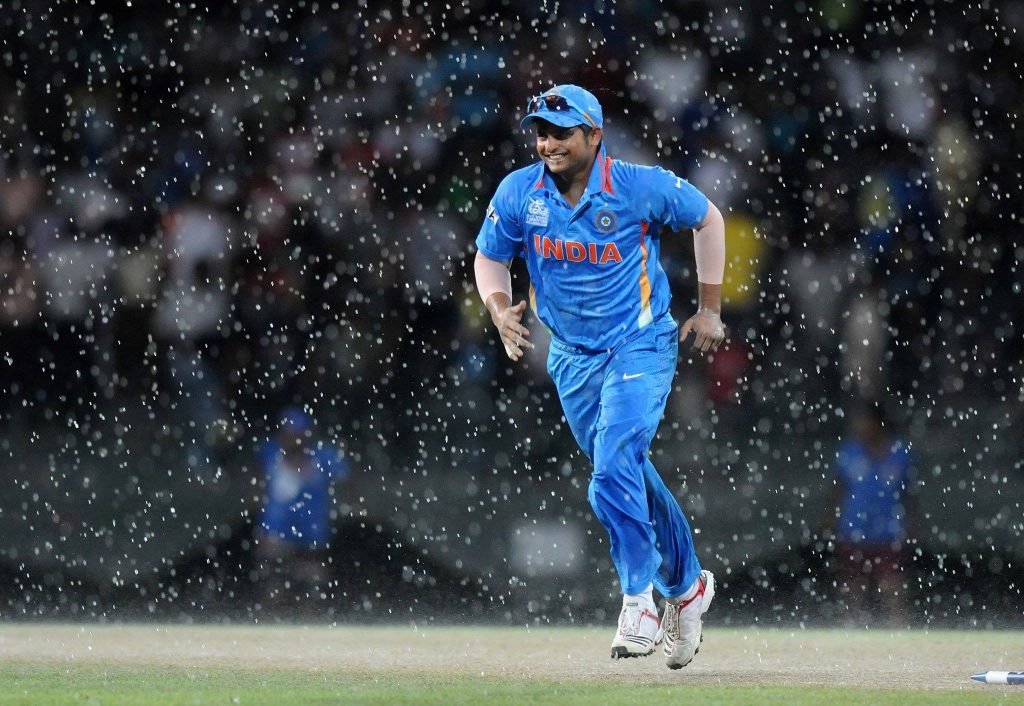 Suresh-Raina-Indian-Batsman-Criketer-in-Ground-During-Rain-Wallpaper-PIC-MCH0105171-1024x706 Beautiful Wallpapers Indian Cricketers 37+
