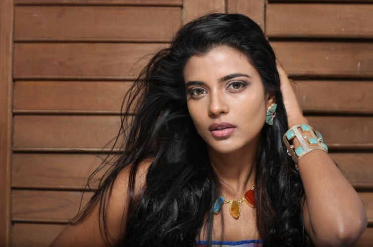 ccbbbffabda-PIC-MCH051691 Beautiful Indian Faces Wallpapers 29+